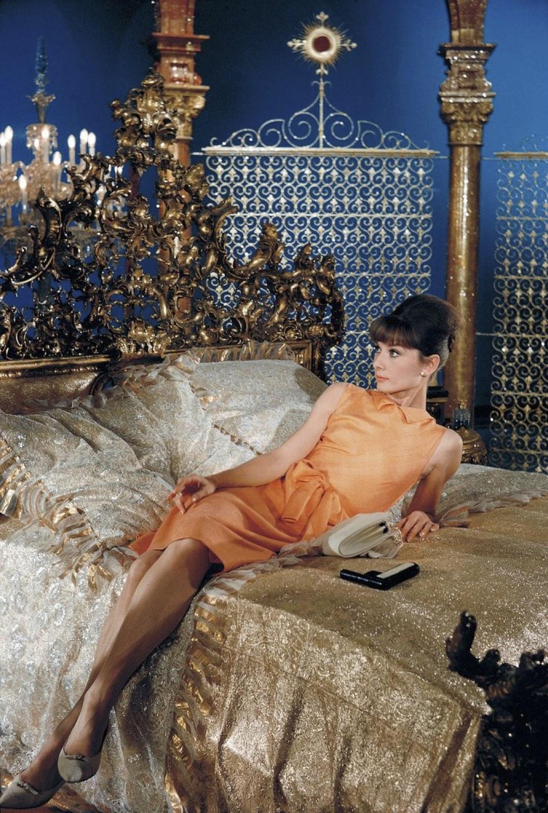 Audrey-Hepburn-in-Paris-When-It-Sizzles
